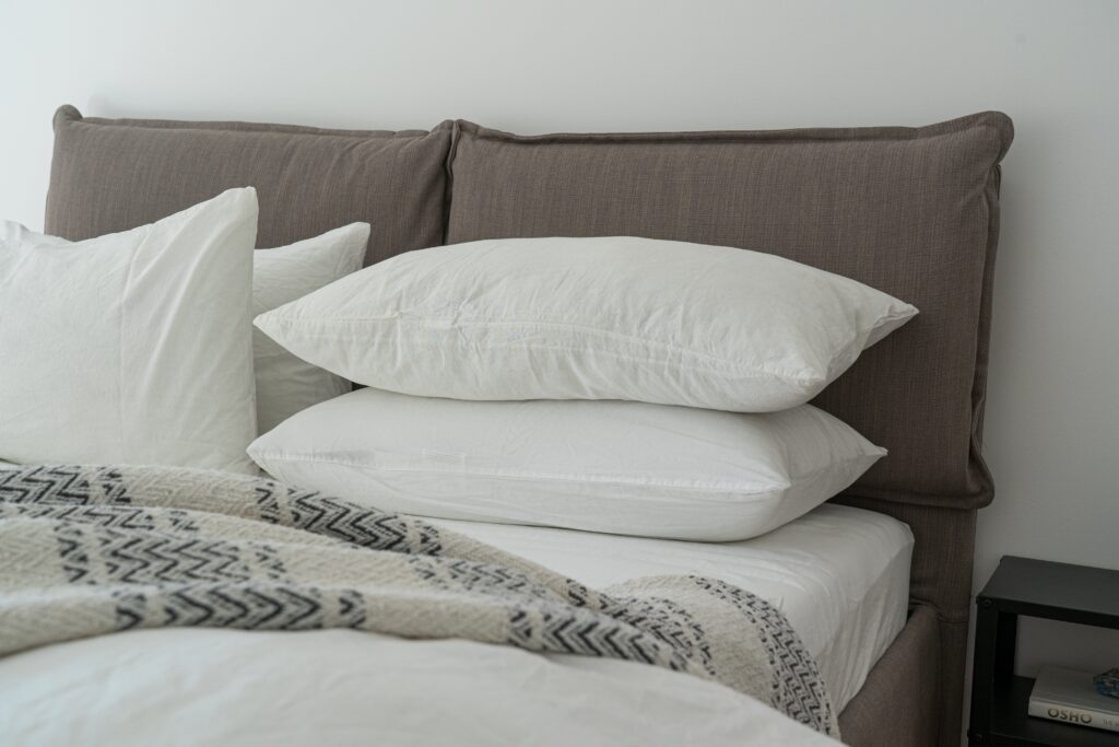 6 Essentials Every Guest Room Needs